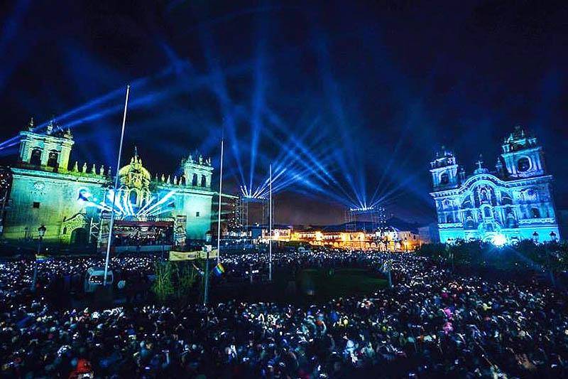 Noche de luces y sonido en la Plaza de Armas del Cusco