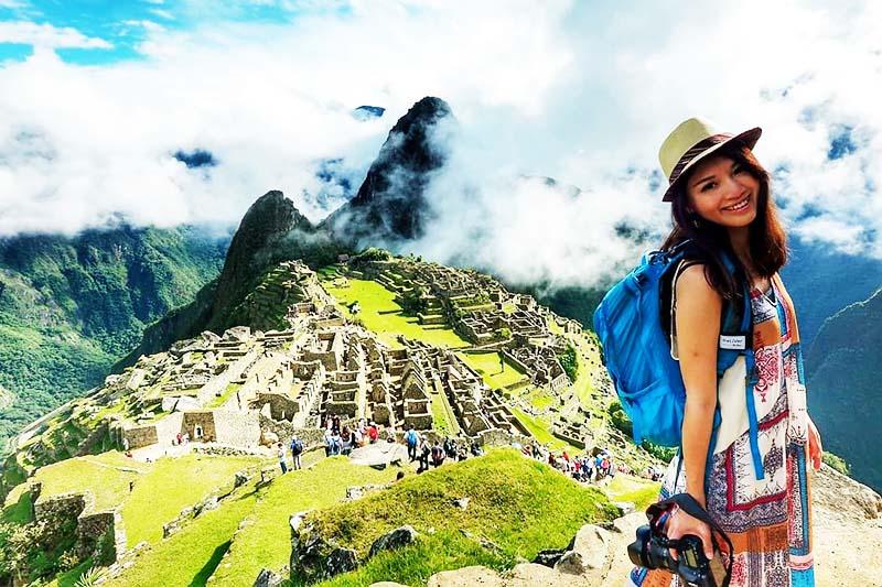 Turista de la Comunidad Andina en Machu Picchu