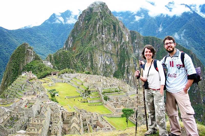Tourist in Machu Picchu nach dem Reisen der Inka-Spur