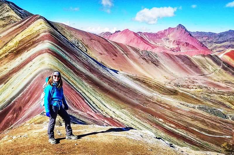 Turista in montagna 7 colori