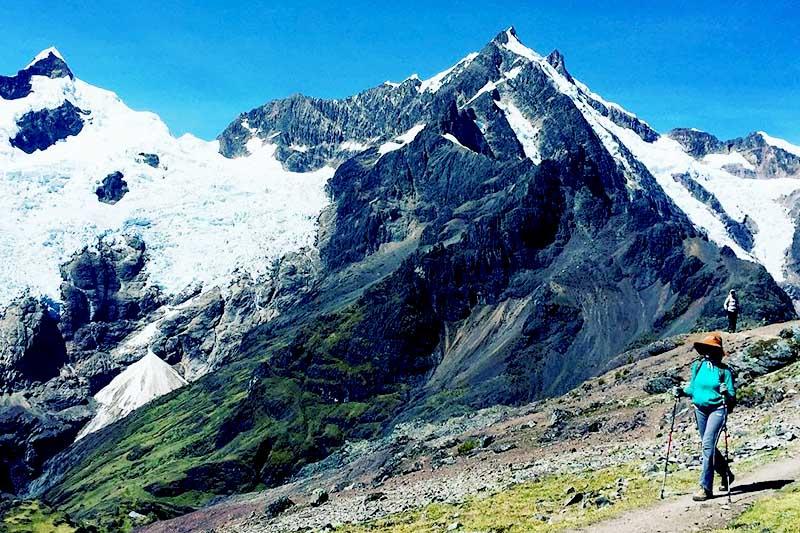 Tourist doing the Lares Trek