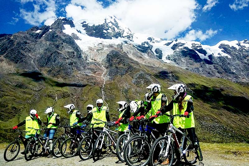 Ciclistas del Inca Jungle