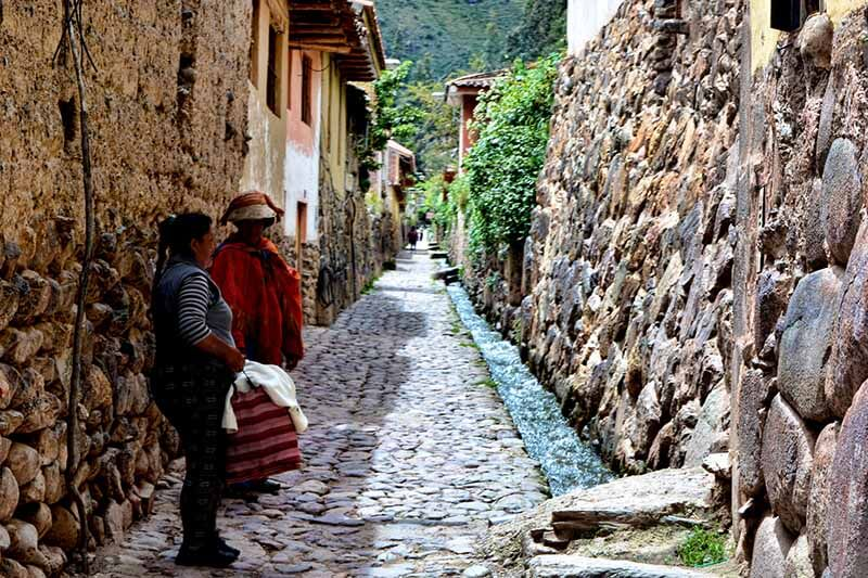 Streets of the town of Ollantaytambo