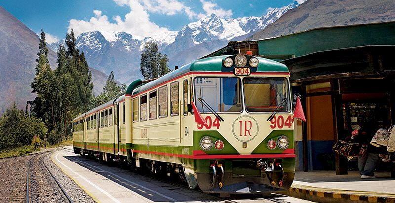 Zug am Bahnhof von Ollantaytambo