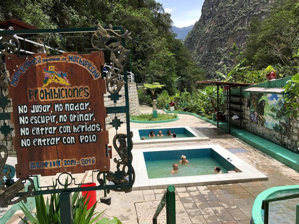 Las reglas en las piscinas de Aguas Calientes
