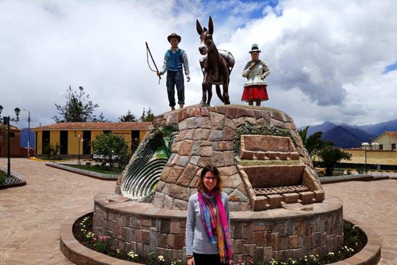 Plaza principal del pueblo de Maras