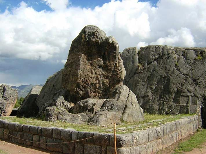 Monólito de pedra-Qenqo
