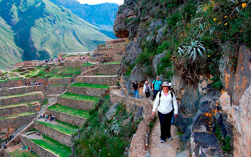 Turistas en Ollantaytambo