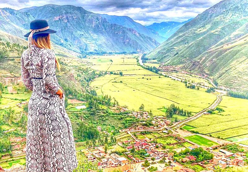 Turista en el Valle Sagrado de los Incas