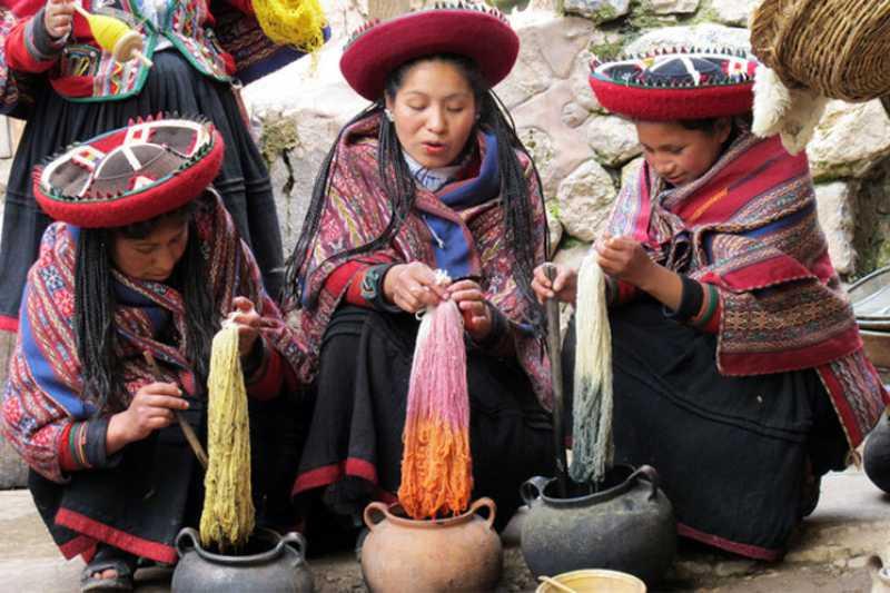 Chinchero wool dyed